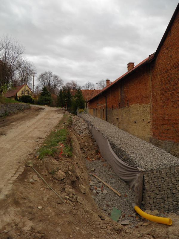 Gabionová zeď Mravín 2013